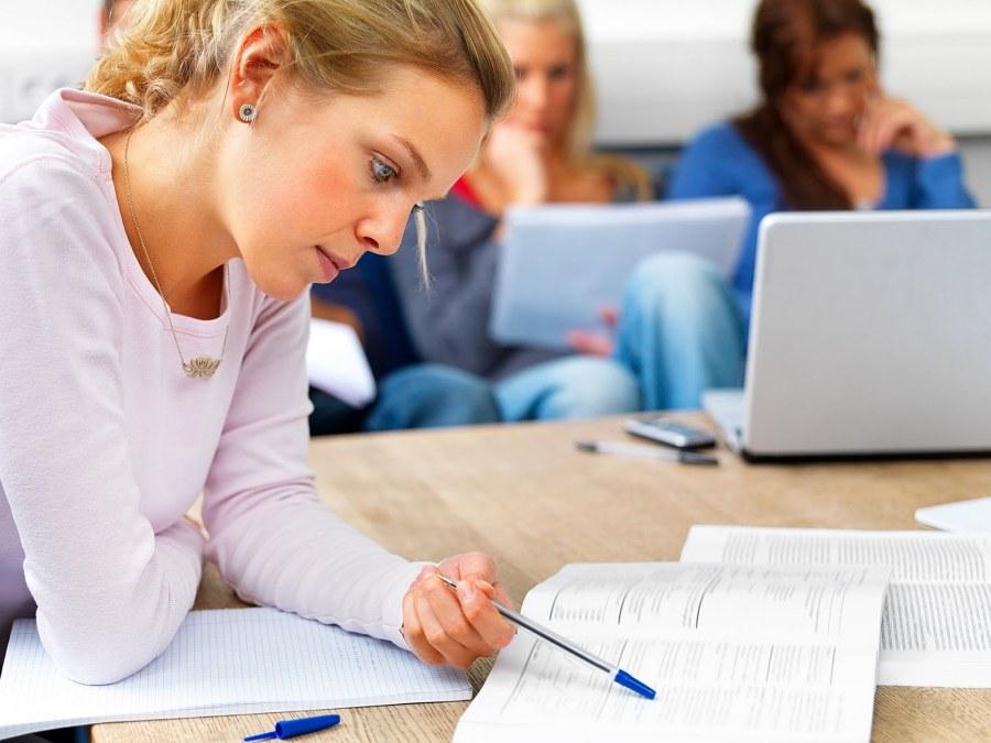 girl-studying